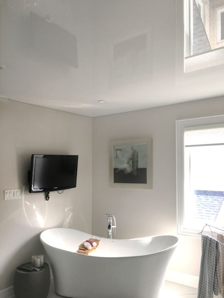 second floor bathroom with reflective stretch ceiling la