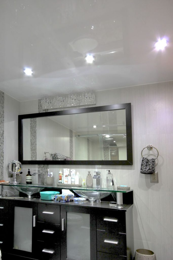 bathroom with reflective stretch ceiling technology uk