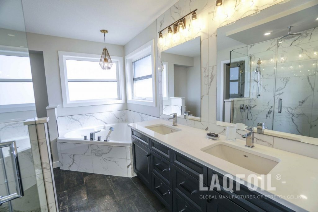 Transitional Bathroom With White Matte Ceiling