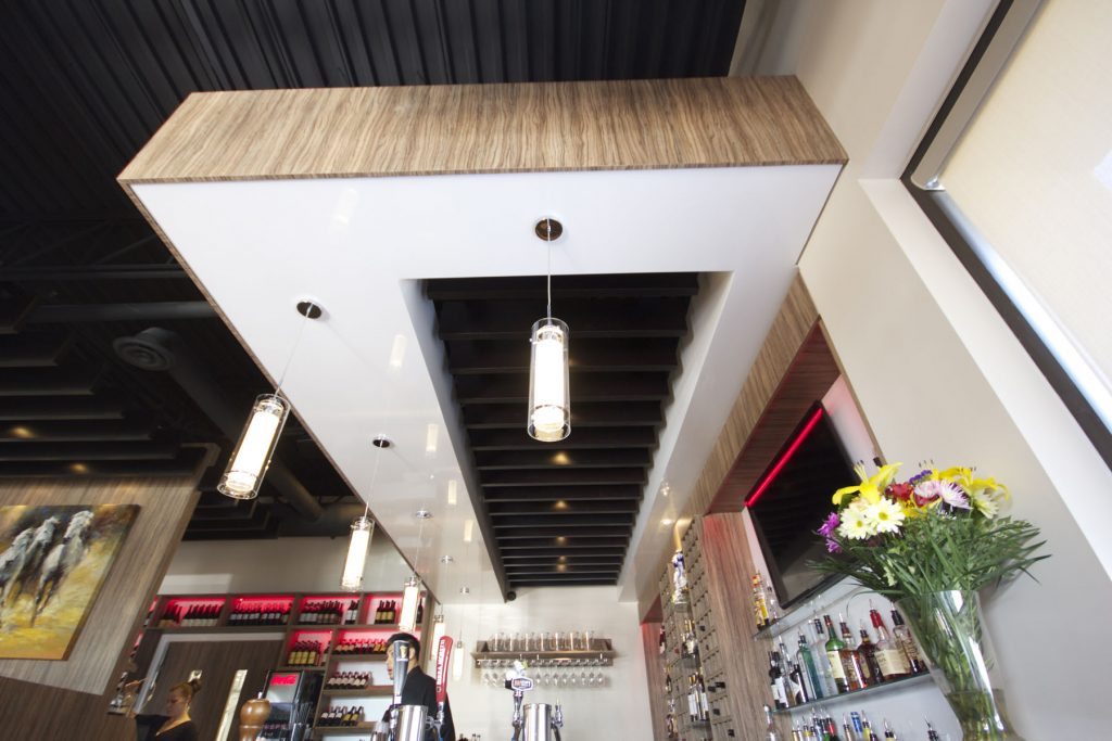 Restaurant with reflective stretch ceiling and pot lights
