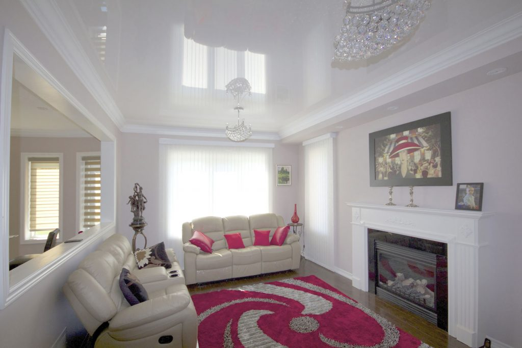 Family Room with reflective stretch ceiling and pink carpet