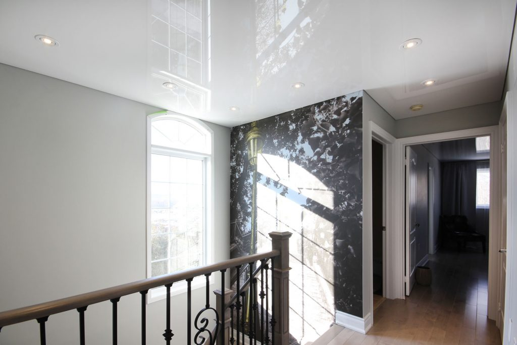 second floor with custom wall cover and stretch ceiling mirror effect