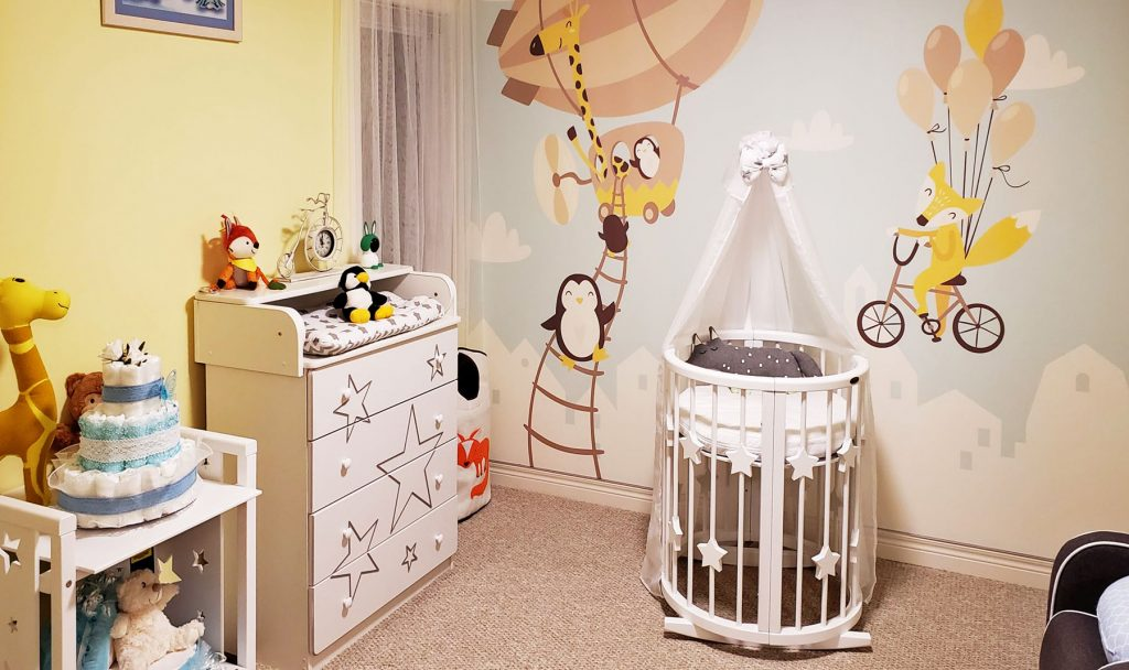 amazing kids room with custom wall cover by laqfoil