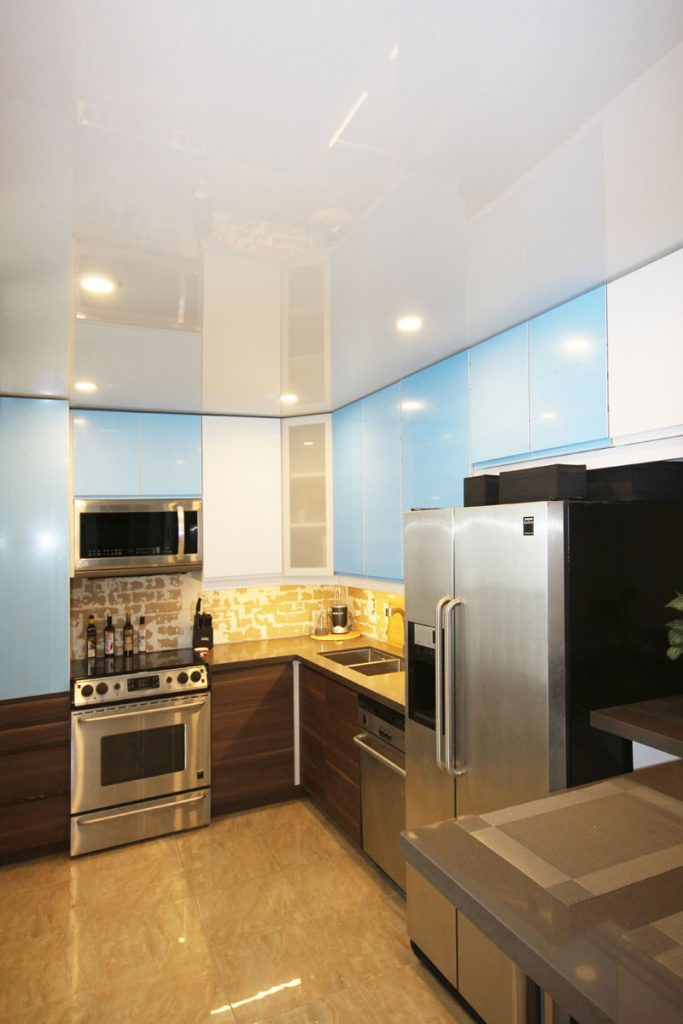 amazing kitchen with reflective stretch ceiling and walls