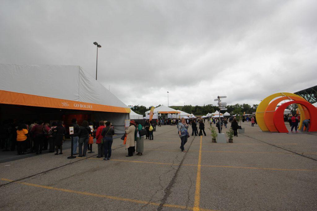 Oprah Winfre's Tour, tents