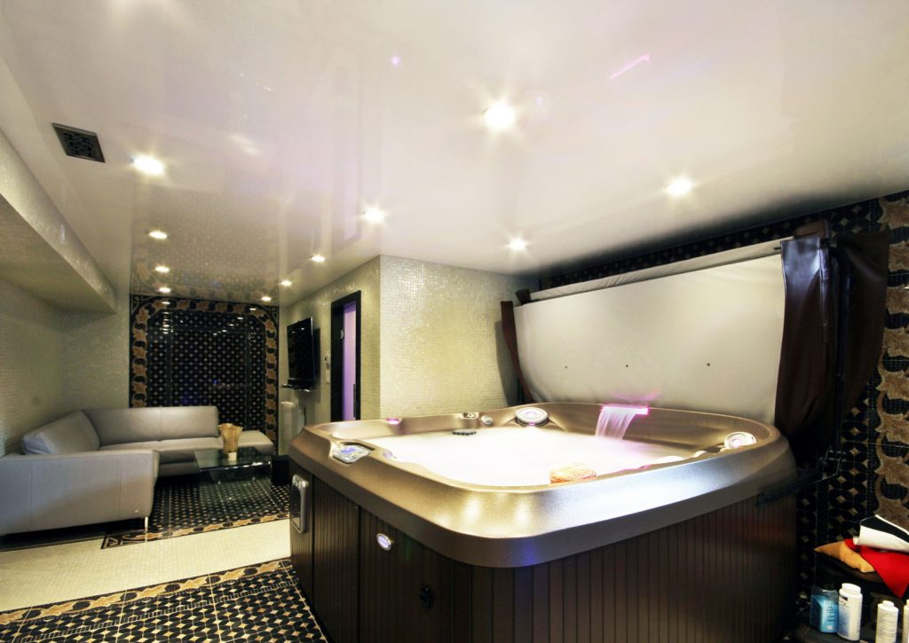 jacuzzi bathtub room with high gloss stretch ceiling