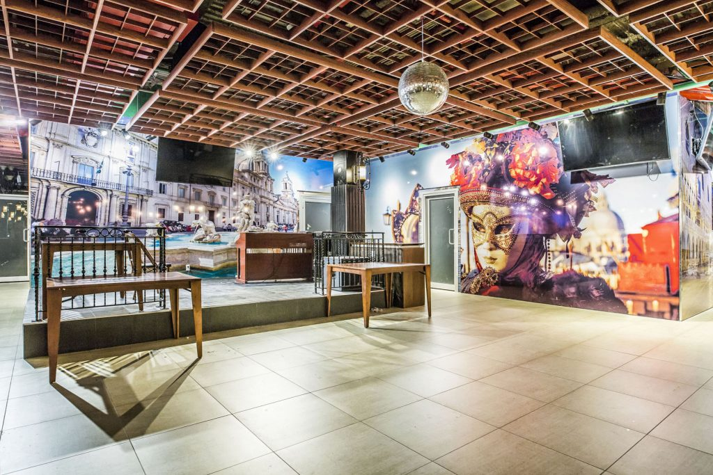 amazing restaurant with custom wall cover by laqfoil USA